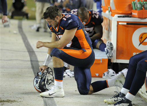 Denver Broncos quarterback Tim Tebow &#40;15&#41; react in the final minutes of the team&#39;s loss to the New England Patriots in Denver, Sunday, Dec. 18, 2011. &#40;AP Photo&#47;Jack Dempsey&#41; <span class=meta>(AP Photo&#47; JACK DEMPSEY)</span>