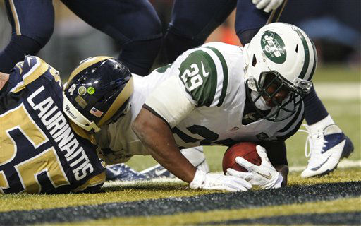 New York Jets running back Bilal Powell, right, falls into the end zone past St. Louis Rams middle linebacker James Laurinaitis for a 5-yard touchdown during the fourth quarter of an NFL football game Sunday, Nov. 18, 2012, in St. Louis. &#40;AP Photo&#47;L.G. Patterson&#41; <span class=meta>(AP Photo&#47; L.G. Patterson)</span>