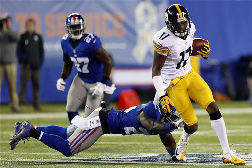 Pittsburgh Steelers wide receiver Mike Wallace &#40;17&#41; breaks a tackle for a touchdown during the second half of an NFL football game against the New York Giants, Sunday, Nov. 4, 2012, in East Rutherford, N.J. &#40;AP Photo&#47;Julio Cortez&#41; <span class=meta>(AP Photo&#47; Julio Cortez)</span>