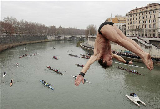 Italy&#39;s Marco Fois dives into the Tiber River from the 18 meter &#40;59 feet&#41; high Cavour Bridge in Rome, Sunday, Jan. 1, 2012, to celebrate the New Year. &#40;AP Photo &#47; Gregorio Borgia&#41; <span class=meta>(AP Photo&#47; Gregorio Borgia)</span>