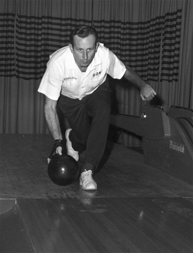 FILE - In this Dec. 9, 1959 file photo, bowler Don Carter is shown during a tournament in Chicago. Bowling great Don Carter has died. He was 85. The Professional Bowlers Association said Friday that Carter died at his home in Miami on Thursday night, Jan. 5, 2012. He recently was hospitalized with pneumonia complicated by emphysema. Carter was bowling&#39;s original superstar. &#40;AP Photo&#47;File&#41; <span class=meta>(AP Photo&#47; Anonymous)</span>