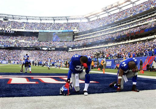 New York Giants  Aaron Ross &#40;31&#41;,  Ahmad Bradshaw &#40;44&#41; and  Corey Webster &#40;23&#41; take a moment before their NFL wild card playoff football game against the New York Giants Sunday, Jan. 8, 2012, in East Rutherford, N.J. &#40;AP Photo&#47;Peter Morgan&#41; <span class=meta>(AP Photo&#47; Peter Morgan)</span>