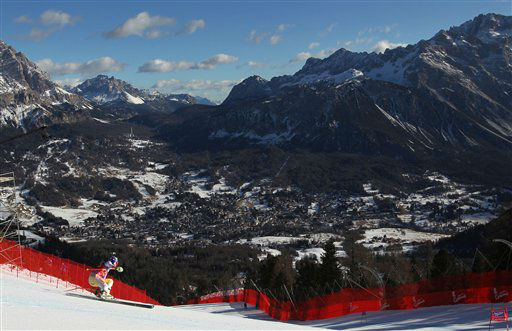 Lindsey Vonn, of the United States, speeds down the course during training for a women&#39;s World Cup downhill, in Cortina d&#39;Ampezzo, Italy, Friday, Jan. 13, 2012. &#40;AP Photo&#47;Alessandro Trovati&#41; <span class=meta>(AP Photo&#47; Alessandro Trovati)</span>
