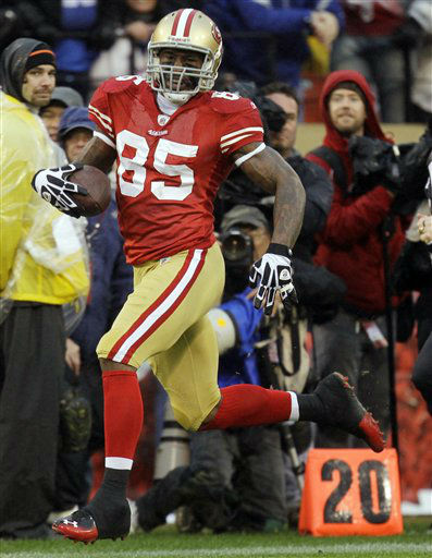 San Francisco 49ers&#39; Vernon Davis breaks away for a 73-yard touchdown reception during the first half of the NFC Championship NFL football game against the New York Giants Sunday, Jan. 22, 2012, in San Francisco. &#40;AP Photo&#47;Julie Jacobson&#41; <span class=meta>(AP Photo&#47; Julie Jacobson)</span>