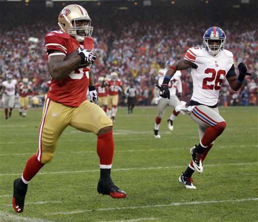 San Francisco 49ers&#39; Vernon Davis &#40;85&#41; stays in bounds as run runs past New York Giants&#39; Antrel Rolle &#40;26&#41; for a 73-yard touchdown reception during the first half of the NFC Championship NFL football game Sunday, Jan. 22, 2012, in San Francisco. &#40;AP Photo&#47;Paul Sakuma&#41; <span class=meta>(AP Photo&#47; Paul Sakuma)</span>