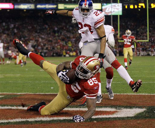 San Francisco 49ers&#39; Vernon Davis &#40;85&#41; catches a touchdown pass in front of New York Giants&#39; Corey Webster &#40;23&#41; during the second half of the NFC Championship NFL football game Sunday, Jan. 22, 2012, in San Francisco. &#40;AP Photo&#47;Julie Jacobson&#41; <span class=meta>(AP Photo&#47; Julie Jacobson)</span>
