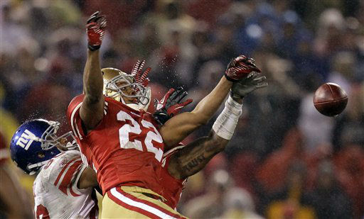 San Francisco 49ers&#39; Carlos Rogers &#40;22&#41; breaks up a pass intended for New York Giants&#39; Victor Cruz &#40;80&#41; during overtime of the NFC Championship NFL football game Sunday, Jan. 22, 2012, in San Francisco.&#40;AP Photo&#47;Julie Jacobson&#41; <span class=meta>(AP Photo&#47; Julie Jacobson)</span>