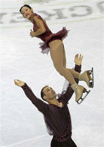 Amanda Evora, top, and Mark Ladwig compete in the pairs free skate event at the U.S. Figure Skating Championships in San Jose, Calif., Sunday, Jan. 29, 2012. &#40;AP Photo&#47;Marcio Jose Sanchez&#41; <span class=meta>(AP Photo&#47; Marcio Jose Sanchez)</span>