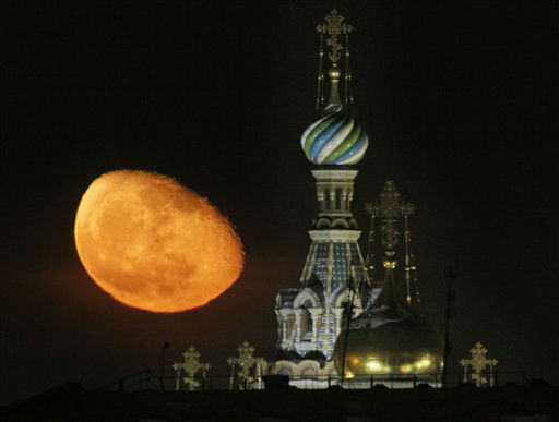 The moon rises above the Savior of Spilled Blood Cathedral in downtown St.Petersburg, Russia, Sunday, Feb. 12, 2012. &#40;AP Photo&#47;Dmitry Lovetsky&#41; <span class=meta>(AP Photo&#47; Dmitry Lovetsky)</span>