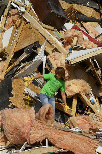 Brooke Hill helps a friend salvage and clean up what they can from her home Thursday, March 1, 2012, in Harrisburg, Ill. A pre-dawn twister flattened entire blocks of homes Wednesday as violent storms ravaged the Midwest and South. &#40;AP Photo&#47;Seth Perlman&#41; <span class=meta>(AP Photo&#47; Seth Perlman)</span>
