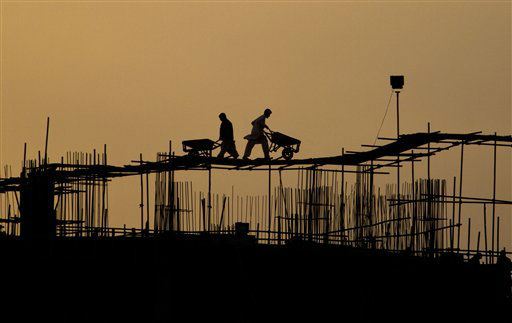 Pakistani laborers are silhouetted against the skyline as they work on the top of a construction site in Islamabad, Pakistan, Wednesday, March 14, 2012. &#40;AP Photo&#47;Anjum Naveed&#41; <span class=meta>(AP Photo&#47; Anjum Naveed)</span>