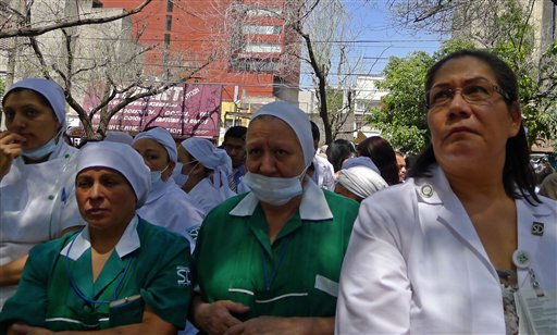 "<div class=""meta ""><span class=""caption-text "">People gather in front of an evacuated hospital after an earthquake was felt in Mexico City, Tuesday March 20, 2012. A strong, long earthquake with epicenter in Guerrero state shook central southern Mexico, swaying buildings in Mexico City and sending frightened workers and residents into the streets. (AP Photo/Daniel Jayo) (AP Photo/ Marco Ugarte)</span></div>"