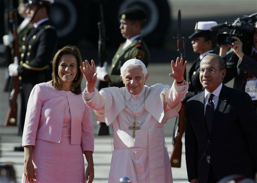 "<div class=""meta ""><span class=""caption-text "">Pope Benedict XVI waves accompanied by Mexico's President Felipe Calderon, right, and his wife Margarita Zavala as he arrives at the airport in Silao, Mexico, Friday, March 23, 2012. Benedict's weeklong trip to Mexico and Cuba is his first to both countries. (AP Photo/Dario Lopez-Mills) (AP Photo/ Dario Lopez-Mills)</span></div>"