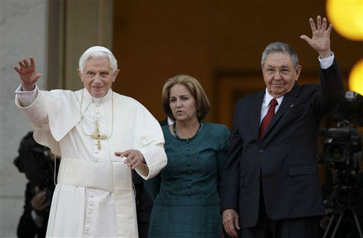 "<div class=""meta ""><span class=""caption-text "">Cuba's President Raul Castro, right, and Pope Benedict XVI greet journalists after a meeting at the Revolution palace  in Havana, Cuba, Tuesday, March 27, 2012. (AP Photo/Javier Galeano) (AP Photo/ Javier Galeano)</span></div>"