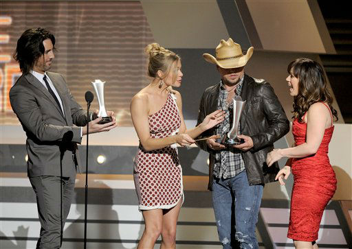 From left, Jake Owen and LeAnn Rimes present the award for single of the year to Jason Aldean and Kelly Clarkson at the 47th Annual Academy of Country Music Awards on Sunday, April 1, 2012 in Las Vegas. &#40;AP Photo&#47;Mark J. Terrill&#41; <span class=meta>(AP Photo&#47; Mark J. Terrill)</span>
