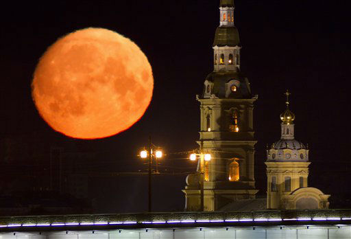 The moon is seen with the St. Peter and St. Paul Cathedral in the foreground in downtown St. Petersburg, Russia, early Thursday, April 5, 2012. &#40;AP Photo&#47;Dmitry Lovetsky&#41; <span class=meta>(AP Photo&#47; Dmitry Lovetsky)</span>