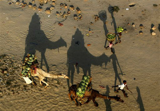 Indian farmers carry their produce to the market along the Ganges River, in Allahabad, India, Monday, April 9, 2012. &#40;AP Photo&#47;Rajesh Kumar Singh&#41; <span class=meta>(AP Photo&#47; Rajesh Kumar Singh)</span>