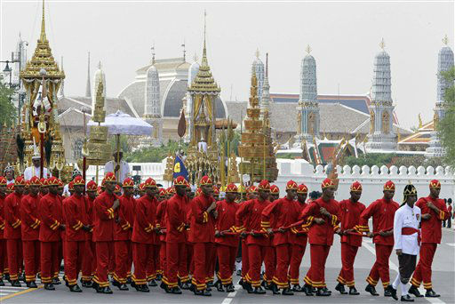 Thai soldiers in ancient dress pull a carriage loaded with the urn of Princess Bejaratana Rajasuda Sirisobhabannavadi to the crematorium during the procession of the royal cremation at the royal ground in Bangkok, Thailand Monday, April 9, 2012. Princess Bejaratana was the only child of King Vajiravudh &#40;Rama VI&#41; and was a first cousin of King Bhumibol Adulyadej, the present king of Thailand. The Princess passed away on July 27, 2011 at the age of 86.&#40;AP Photo&#47;Sakchai Lalit&#41; <span class=meta>(AP Photo&#47; Sakchai Lalit)</span>