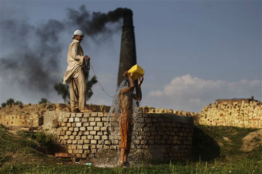 A Pakistani daily worker washes himself at a water point on the outskirts of Islamabad, Pakistan, Monday, April 16, 2012. &#40;AP Photo&#47;Muhammed Muheisen&#41; <span class=meta>(AP Photo&#47; Muhammed Muheisen)</span>