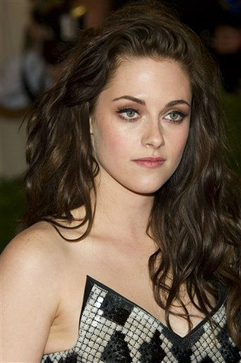 "<div class=""meta ""><span class=""caption-text "">Kristen Stewart arrives at the Metropolitan Museum of Art Costume Institute gala benefit, celebrating Elsa Schiaparelli and Miuccia Prada, Monday, May 7, 2012 in New York. (AP Photo/Charles Sykes) (AP Photo/ Charles Sykes)</span></div>"