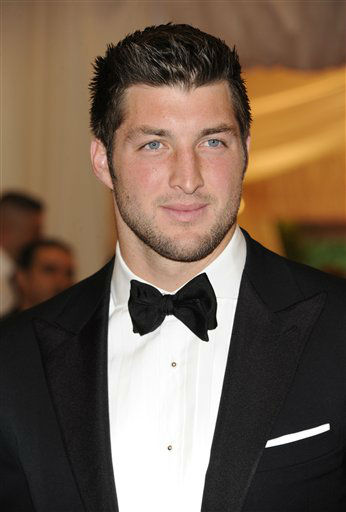 "<div class=""meta ""><span class=""caption-text "">Tim Tebow arrives at the Metropolitan Museum of Art Costume Institute gala benefit, celebrating Elsa Schiaparelli and Miuccia Prada, Monday, May 7, 2012 in New York. (AP Photo/Evan Agostini) (AP Photo/ Evan Agostini)</span></div>"