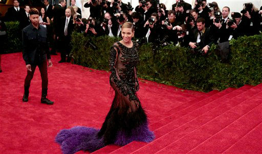 "<div class=""meta image-caption""><div class=""origin-logo origin-image ""><span></span></div><span class=""caption-text"">Beyonce arrives at the Metropolitan Museum of Art Costume Institute gala benefit, celebrating Elsa Schiaparelli and Miuccia Prada, Monday, May 7, 2012 in New York. (AP Photo/Charles Sykes)</span></div>"
