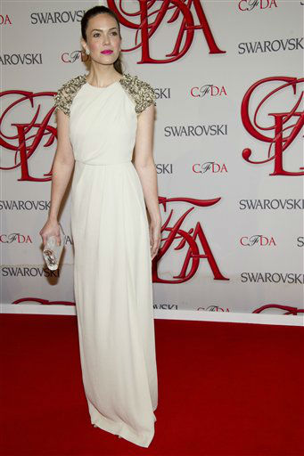 "<div class=""meta image-caption""><div class=""origin-logo origin-image ""><span></span></div><span class=""caption-text"">Mandy Moore arrives at the CFDA Fashion Awards on Monday, June 4, 2012 in New York. (Photo by Charles Sykes/Invision/AP) (Photo/Charles Sykes)</span></div>"