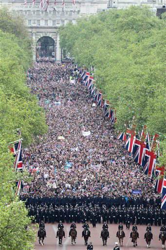 Crowds walk on the Mall on the way to Buckingham Palace in London to celebrate Queen Elizabeth&#39;s Diamond Jubilee as the royal family stood on the balcony Tuesday June 5, 2012. Pealing church bells and crowds cheering &#34;God save the queen!&#34; greeted Queen Elizabeth II on Tuesday as she arrived for a service at St. Paul&#39;s Cathedral on the last of four days of Diamond Jubilee celebrations honoring her 60 years on the throne.  &#40;AP Photo&#47;Steve Parsons&#47;Pool&#41; <span class=meta>(AP Photo&#47; Steve Parsons)</span>