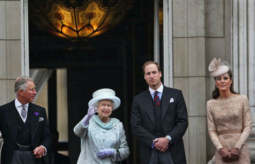 Britain&#39;s Queen Elizabeth II, 2nd left, Prince Charles, left, and Prince William, and Kate, Duchess of Cambridge appear on the balcony of Buckingham Palace in central London, Tuesday, June 5, 2012, to conclude the four-day Diamond Jubilee celebrations to mark the 60th anniversary of the Queen&#39;s accession to the throne.&#40;AP Photo&#47;Lefteris Pitarakis&#41; <span class=meta>(AP Photo&#47; Lefteris Pitarakis)</span>