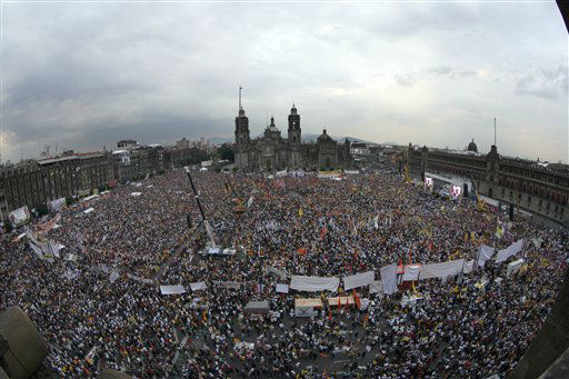 People attend the closing rally of Mexican presidential candidate Andres Manuel Lopez Obrador of the Democratic Revolution Party &#40;PRD&#41; at the main Zocalo plaza in Mexico City, Wednesday, June 27, 2012. Mexico will hold presidential elections on July 1. &#40;AP Photo&#47;Marco Ugarte&#41; <span class=meta>(AP Photo&#47; Marco Ugarte)</span>
