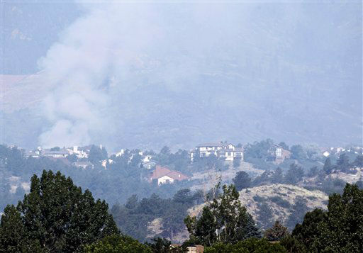 "<div class=""meta image-caption""><div class=""origin-logo origin-image ""><span></span></div><span class=""caption-text"">A plume of smoke from the Waldo Canyon wildfire rises behind homes west of Colorado Springs, Colo., Wednesday, June 27, 2012. A large number of homes were destroyed by the fire Tuesday night in subdivisions west of Colorado Springs. (AP Photo/Ed Andrieski) (AP Photo/ Ed Andrieski)</span></div>"