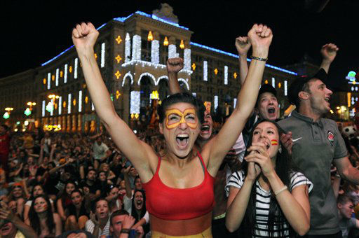 A Spain supporter reacts as fans watch the Euro 2012 soccer championship final between Spain and Italy on an outdoor screen  in Kiev, Ukraine, Sunday, July 1, 2012. &#40;AP Photo&#47;Sergei Chuzavkov&#41; <span class=meta>(AP Photo&#47; Sergei Chuzavkov)</span>