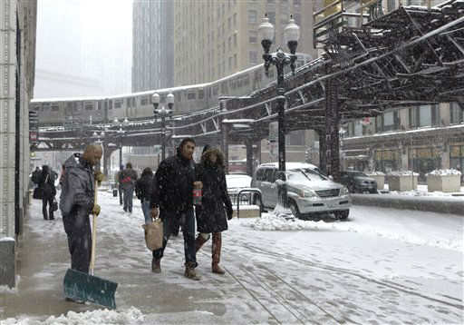 "<div class=""meta ""><span class=""caption-text "">An El train runs through Chicago's downtown loop as a snow storm passes through the region Tuesday, March 5, 2013. Chicago was hit Tuesday by a storm expected to dump as much as 10 inches of snow in the area before the end of the day ? the most since the 2011 blizzard and its more than 20 inches of snow. (AP Photo/Kiichiro Sato) (AP Photo/ Kiichiro Sato)</span></div>"