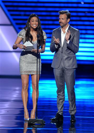 Paula Patton, left, and Jason Sudeikis present an award at the ESPY Awards on Wednesday, July 17, 2013, at Nokia Theater in Los Angeles. &#40;Photo by John Shearer&#47;Invision&#47;AP&#41; <span class=meta>(Photo&#47;John Shearer)</span>