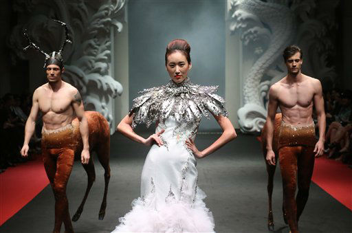 A model showcases a creation by French fashion designer On Aura Tout Vu during the French Couture 2012 Singapore fashion show on Sunday, Dec. 2, 2012, in Singapore. &#40;AP Photo&#47;Wong Maye-E&#41; <span class=meta>(AP Photo&#47; Wong Maye-E)</span>