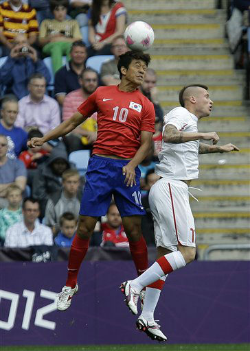 South Korea&#39;s Park Chu-young, left, battles for the ball against Switzerland&#39;s Michel Morganella during the group B men&#39;s soccer match between South Korea and Switzerland at the London 2012 Summer Olympics, in Coventry, England, Sunday, July 29, 2012. &#40;AP Photo&#47;Hussein Malla&#41; <span class=meta>(AP Photo&#47; Hussein Malla)</span>