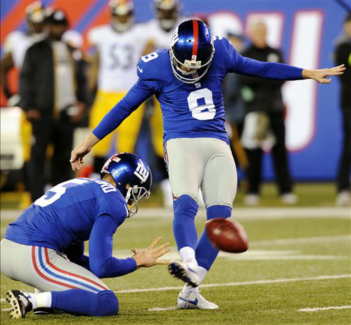 New York Giants kicker Lawrence Tynes &#40;9&#41; makes a field goal during the second half of an NFL football game against the Pittsburgh Steelers, Sunday, Nov. 4, 2012, in East Rutherford, N.J. &#40;AP Photo&#47;Bill Kostroun&#41; <span class=meta>(AP Photo&#47; Bill Kostroun)</span>
