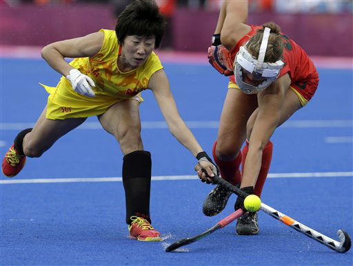 China&#39;s Gao Lihua, left, and Belgium&#39;s Lieselotte van Lindt battle to control possession of the ball during their women&#39;s preliminary hockey match at the 2012 Summer Olympics, Tuesday, July 31, 2012, in London. Belgium&#39;s goal was disqualified and the match ended scoreless. &#40;AP Photo&#47;Bullit Marquez&#41; <span class=meta>(AP Photo&#47; Bullit Marquez)</span>