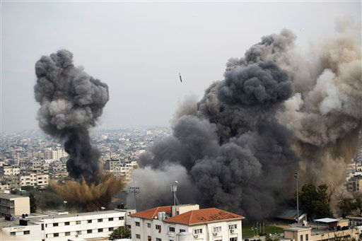 Smoke billows from the site of an Israeli airstrike in Gaza City, Wednesday, Nov. 21, 2012. Israeli aircraft pounded Gaza with at least 30 strikes overnight, hitting government ministries, smuggling tunnels, a banker&#39;s empty villa and a Hamas-linked media office.&#40;AP Photo&#47;Bernat Armangue&#41; <span class=meta>(AP Photo&#47; Bernat Armangue)</span>