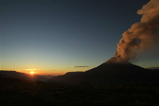 Ash and steam billow from the Tungurahua volcano, seen from Huambalo, Ecuador, as the sun rises early Tuesday, Aug. 21, 2012. &#40;AP Photo&#47;Dolores Ochoa&#41; <span class=meta>(AP Photo&#47; Dolores Ochoa)</span>