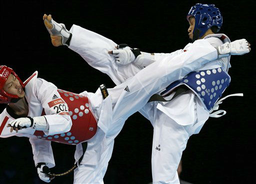 Vietnam&#39;s Huynh Chau Le fights Chinese Taipei&#39;s Chen-Yang Wei &#40;in red&#41; during their match in men&#39;s 58-kg taekwondo competition at the 2012 Summer Olympics, Wednesday, Aug. 8, 2012, in London. &#40;AP Photo&#47;Ng Han Guan&#41; <span class=meta>(AP Photo&#47; Ng Han Guan)</span>