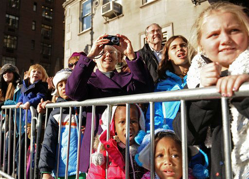 Spectators line the sidewalk as balloons and bands make their way down New York&#39;s Central Park West in the 86th annual Macy&#39;s Thanksgiving Day Parade,Thursday, Nov 22, 2012. &#40;AP Photo&#47; Louis Lanzano&#41; <span class=meta>(AP Photo&#47; Louis Lanzano)</span>