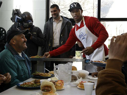 New York Giants football stand out Victor Cruz serves dinners at Eva&#39;s Village in Paterson, N.J., Tuesday, Nov. 20, 2012. Cruz and other Giants players visited the non-profit social service organization to donate more than 5,000 cans of Campbell?s Chunky soup to those in need during the holiday season.  &#40;AP Photo&#47;Mel Evans&#41; <span class=meta>(AP Photo&#47; Mel Evans)</span>