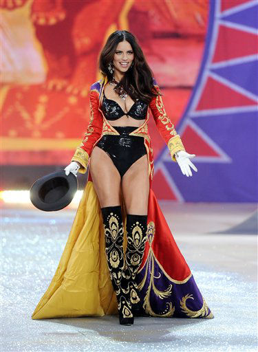 "<div class=""meta image-caption""><div class=""origin-logo origin-image ""><span></span></div><span class=""caption-text"">Brazilian model Adriana Lima walks on the runway during the 2012 Victoria's Secret Fashion Show on Wednesday Nov. 7, 2012 in New York. The show will be Broadcast on Tuesday, Dec. 4 (10:00 PM, ET/PT) on CBS. (Photo by Evan Agostini/Invision/AP) (Photo/Evan Agostini)</span></div>"