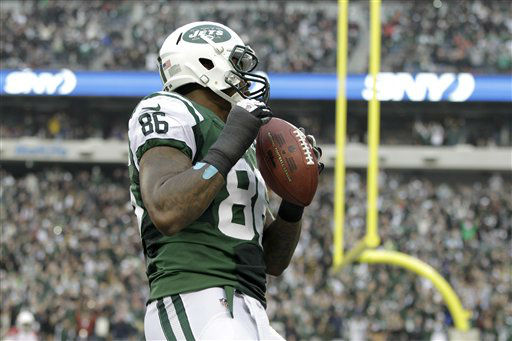 "<div class=""meta ""><span class=""caption-text "">New York Jets tight end Jeff Cumberland holds a football after catching a 1-yard touchdown pass from quarterback Greg McElroy during the second half of an NFL football game against the Arizona Cardinals, Sunday, Dec. 2, 2012, in East Rutherford, N.J. (AP Photo/Kathy Willens) (AP Photo/ Kathy Willens)</span></div>"