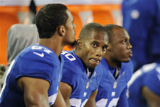 New York Giants wide receiver Victor Cruz, center, looks on from the bench during the second half of an NFL football game against the Pittsburgh Steelers Sunday, Nov. 4, 2012 in East Rutherford, N.J. The Steelers won the game 24-20.  &#40;AP Photo&#47;Bill Kostroun&#41; <span class=meta>(AP Photo&#47; Bill Kostroun)</span>