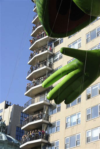"<div class=""meta ""><span class=""caption-text "">People fill balconies of an apartment building  as the Kermit The Frog balloon makes its way down New York's Central Park West at the start of the 86th annual Macy's Thanksgiving Day Parade,Thursday, Nov 22, 2012. (AP Photo/ Louis Lanzano) (AP Photo/ Louis Lanzano)</span></div>"
