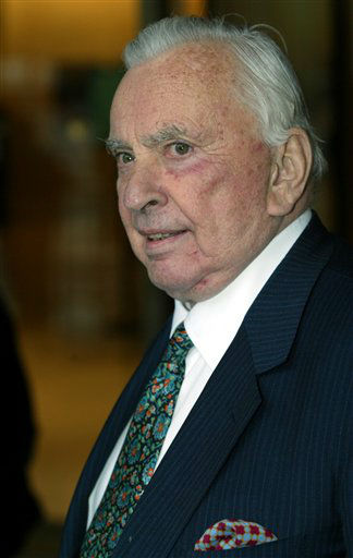 FILE - In this May 5, 2003 file photo, author Gore Vidal arrives for the Film Society of Lincoln Center&#39;s gala event in New York. Vidal died Tuesday, July 31, 2012, at his home in Los Angeles. He was 86. &#40;AP Photo&#47;Stuart Ramson, File&#41; <span class=meta>(AP Photo&#47; STUART RAMSON)</span>