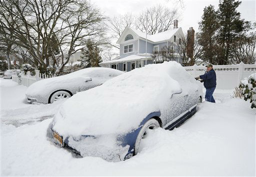 Hank Luth digs out his cars parked in his driveway on Terry Ct. after a snow storm on Saturday, Feb. 9, 31, 2013 in Glen Head, N.Y. &#40;AP Photo&#47;Kathy Kmonicek&#41; <span class=meta>(AP Photo&#47; Kathy Kmonicek)</span>