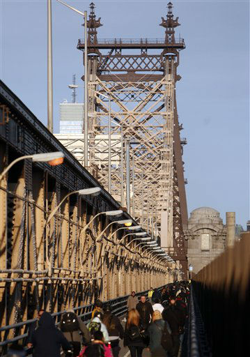 Commuters fill the walkway of the Queensboro Bridge as they cross into Manhattan during the morning rush, Thursday, Nov. 1, 2012, in the Queens borough of New York. The floodwaters that poured into New York&#39;s deepest subway tunnels may pose the biggest obstacle to the city&#39;s recovery from the worst natural disaster in the transit system&#39;s 108-year history.&#40;AP Photo&#47;Jason DeCrow&#41; <span class=meta>(AP Photo&#47; Jason DeCrow)</span>